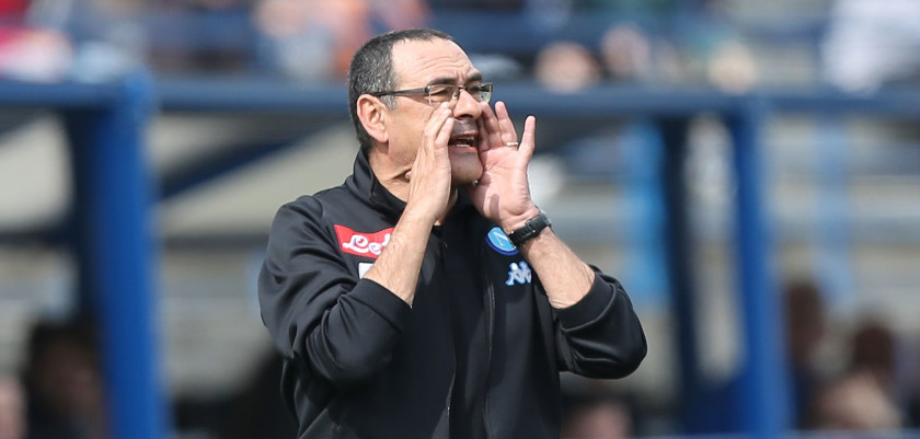 EMPOLI, ITALY - MARCH 19: Maurizio Sarri manager of SSC Napoli gestures during the Serie A match between Empoli FC and SSC Napoli at Stadio Carlo Castellani on March 19, 2017 in Empoli, Italy.  (Photo by Gabriele Maltinti/Getty Images)
