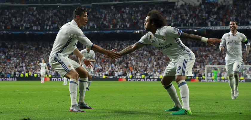 MADRID, SPAIN - APRIL 18:  Cristiano Ronaldo (L) of Real Madrid CF celebrates scoring their third goal with teammate Marcelo (R) during the UEFA Champions League Quarter Final second leg match between Real Madrid CF and FC Bayern Muenchen at Estadio Santiago Bernabeu on April 18, 2017 in Madrid, Spain.  (Photo by Gonzalo Arroyo Moreno/Getty Images)
