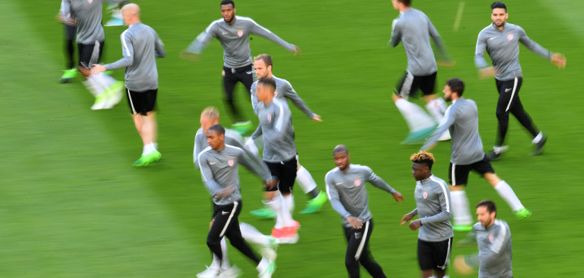 Monaco's players warm up during a training session in Dortmund, on April 10, 2017 on the eve of the Champions League football match between Borussia Dortmund and AS Monaco. / AFP PHOTO / PATRIK STOLLARZ        (Photo credit should read PATRIK STOLLARZ/AFP/Getty Images)