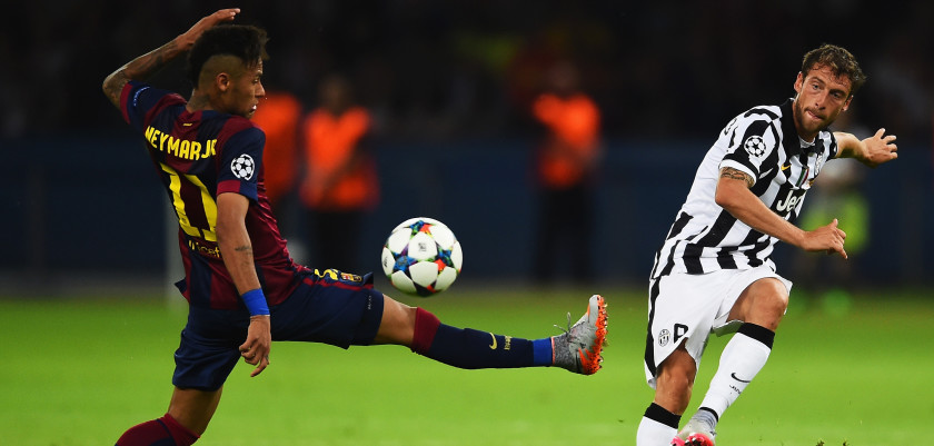BERLIN, GERMANY - JUNE 06:  Claudio Marchisio of Juventus is closed down by Neymar of Barcelona during the UEFA Champions League Final between Juventus and FC Barcelona at Olympiastadion on June 6, 2015 in Berlin, Germany.  (Photo by Laurence Griffiths/Getty Images)