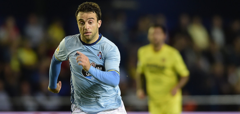 Celta Vigo's Italian forward Giuseppe Rossi controls the ball during the Spanish league football match Villarreal CF vs RC Celta de Vigo at El Madrigal stadium in Vila-real on October 16, 2016. / AFP / JOSE JORDAN        (Photo credit should read JOSE JORDAN/AFP/Getty Images)