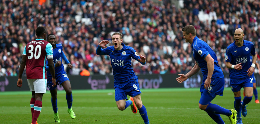 STRATFORD, ENGLAND - MARCH 18:  Jamie Vardy of Leicester City celebrates scoring his sides third goal during the Premier League match between West Ham United and Leicester City at London Stadium on March 18, 2017 in Stratford, England.  (Photo by Steve Bardens/Getty Images)