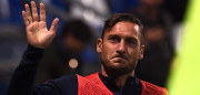 REGGIO NELL'EMILIA, ITALY - OCTOBER 26:  Francesco Totti of Roma greets fans of Sassuolo as they support him while training during the Serie A match between US Sassuolo and AS Roma at Mapei Stadium - Citta' del Tricolore on October 26, 2016 in Reggio nell'Emilia, Italy.  (Photo by Tullio M. Puglia/Getty Images)