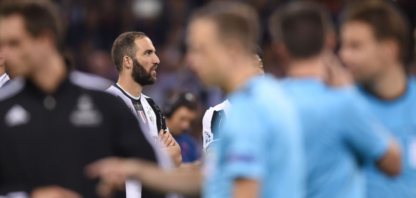 Juventus' Argentinian striker Gonzalo Higuain reacts after Real Madrid won the UEFA Champions League final football match between Juventus and Real Madrid at The Principality Stadium in Cardiff, south Wales, on June 3, 2017. / AFP PHOTO / Filippo MONTEFORTE        (Photo credit should read FILIPPO MONTEFORTE/AFP/Getty Images)