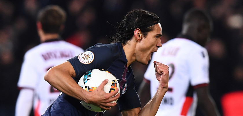 Paris Saint-Germain's Uruguayan forward Edinson Cavani celebrates after scoring a goal during the French L1 football match between Paris Saint-Germain and Nice at the Parc des Princes stadium in Paris on Deecmber 11, 2016.  / AFP / FRANCK FIFE        (Photo credit should read FRANCK FIFE/AFP/Getty Images)