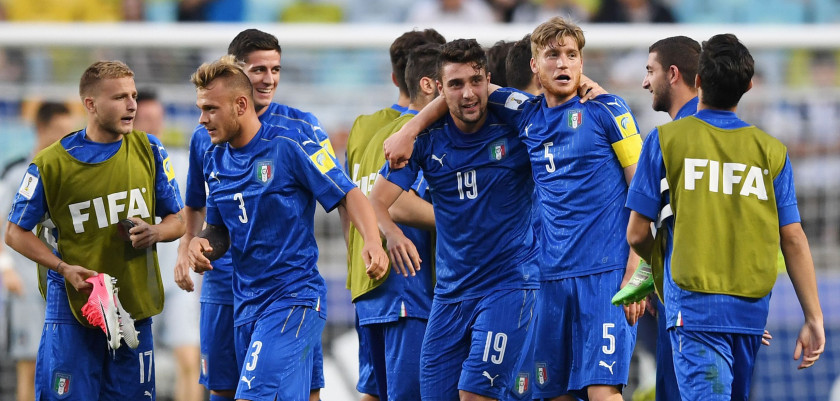 Italy's players celebrate their victory during the U-20 World Cup quarter-final football match between Italy and Zambia in Suwon on June 5, 2017.  / AFP PHOTO / JUNG Yeon-Je        (Photo credit should read JUNG YEON-JE/AFP/Getty Images)