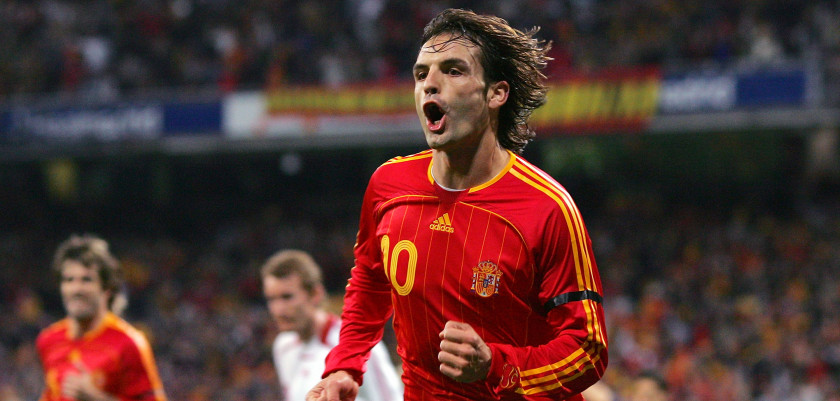 MADRID, SPAIN - MARCH 24:  Fernando Morientes of Spain celebrates after scoring Spain's first goal against Denmnark  during the Gruop F Euro 2008 Qualifier between Spain and Denmark at the Santiago Bernabeu stadium on March 24, 2007 in Madrid, Spain.  (Photo by Denis Doyle/Getty Images)