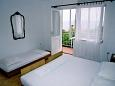 Schlafzimmer 1 - Ferienwohnung A-300-b - Ferienwohnungen Baška Voda (Makarska) - 300
