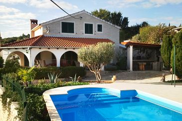 Accommodation, max 8 persons, close to the beach