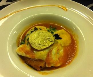 Sopa de Tomate con Aroma de Chorizo de Cerdo Ibérico con Pan de Hogaza y Huevo Pochado