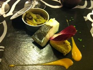 Lomo de Bacalao de Islandia con Humus de Alubia Verdina y Curry, Salteado de Seta de Cardo y Apio y Cremoso de Mango y Cardamomo