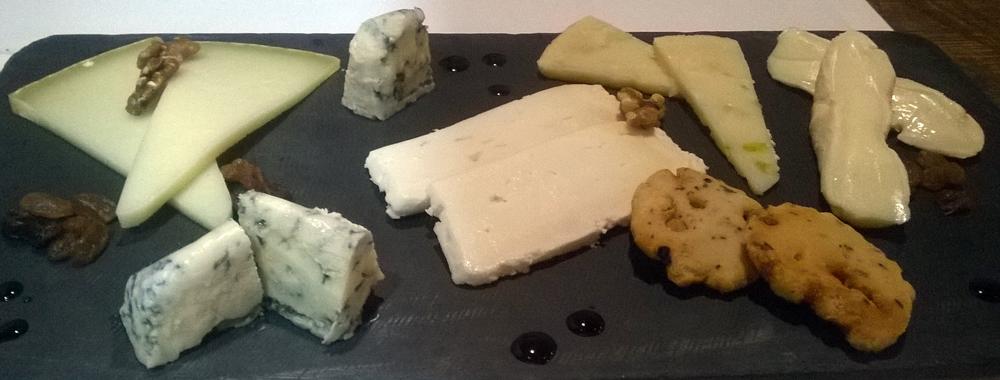 Restaurante Taberna Comer, Beber, Amar (Valencia) Aurelio_Gómez-Miranda_Comer_Beber_Amar_Tabla_de_Quesos