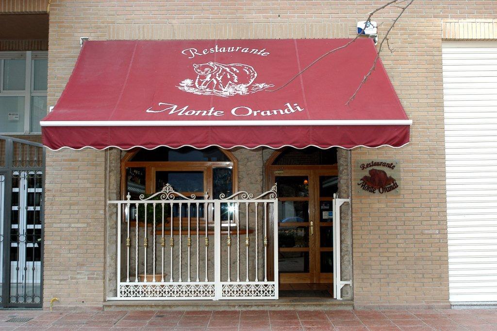 Fotos del restaurante monte orandi for Fachada para restaurante