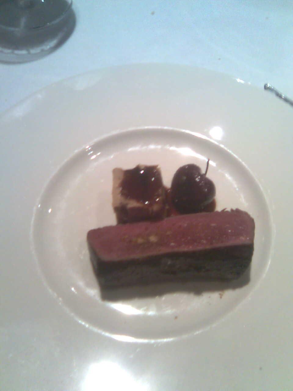 El Bohío (Toledo) Ciervo asado con foie gras y cerezas