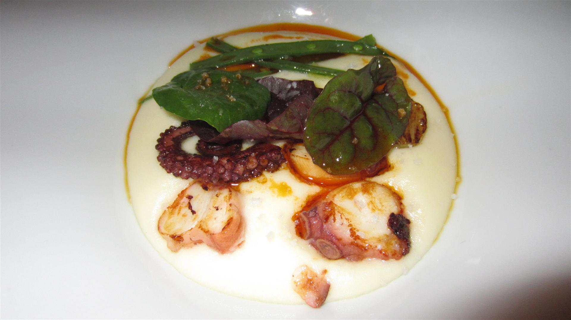Restaurante en Valencia Smoked potato mash with squid