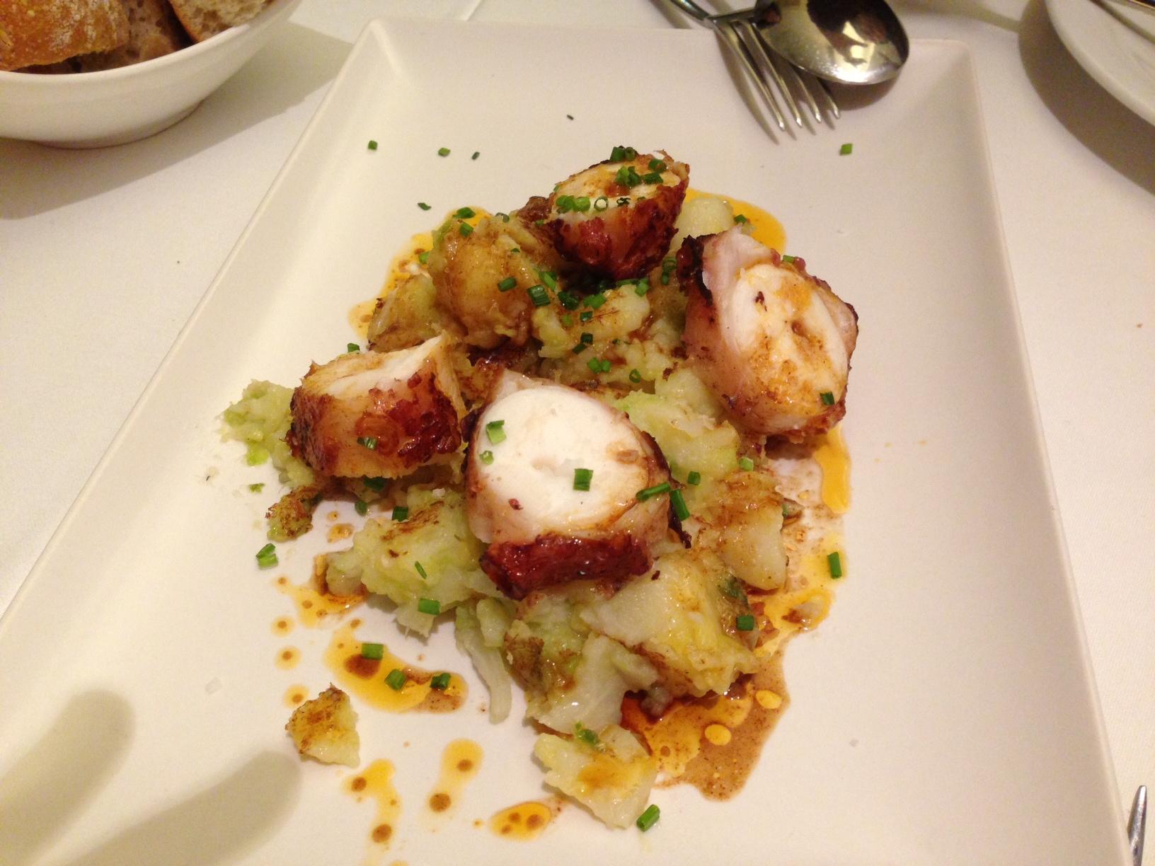 El Celler del Tossal (Valencia) Pulpo con patatas exquisito.