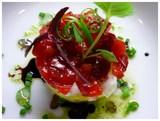 Tartar de verduras y frutas con gazpacho de pepino col