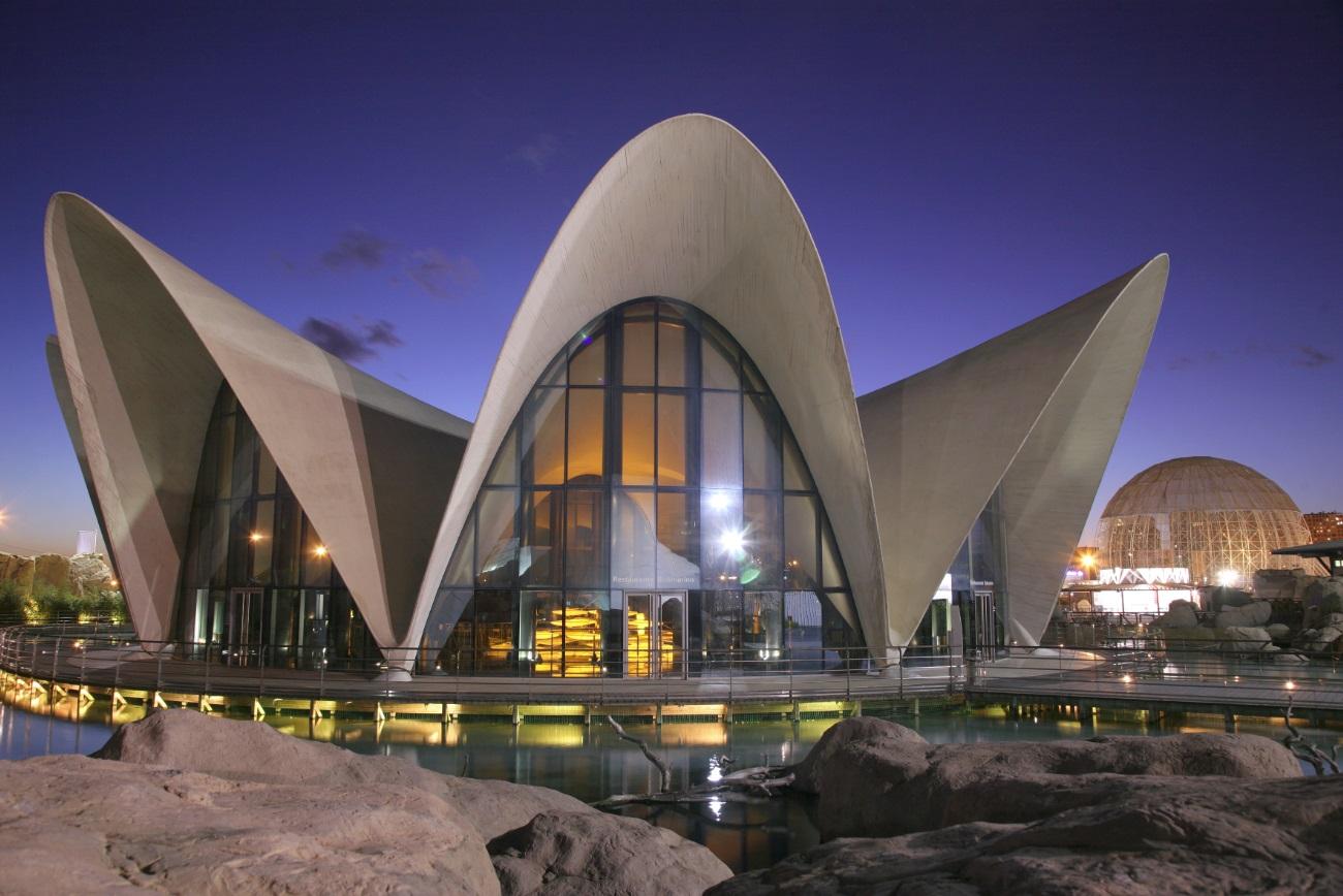 Restaurante en Valencia Exterior Rte. Submarino de noche