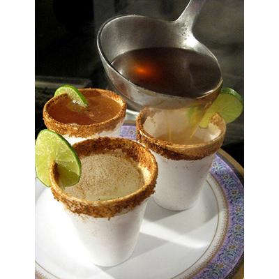 Cóctel típico de Ecuador, canelazo