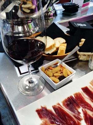 Santa_Bar_Bodega_Santa_Cecilia_vinos_y_tapas