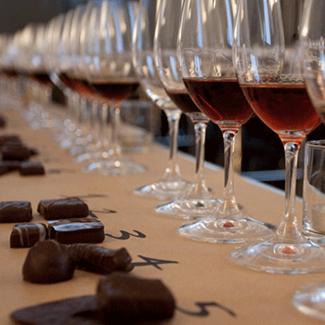 Maridaje de chocolate con vino castillo perelada logo