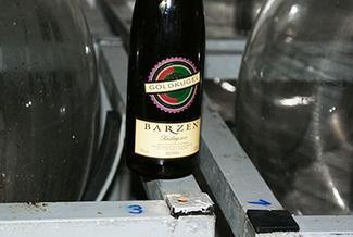 Fermentacion maduracion vino cristal vidrio barzen goldkugel 2011 riesling logo