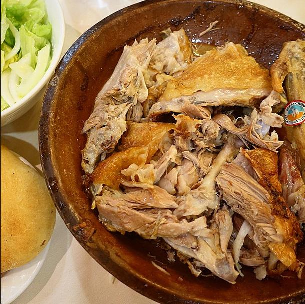 Restaurante Asador Azofra (Burgos) Lechazo asado en horno de leña, en Casa Azofra