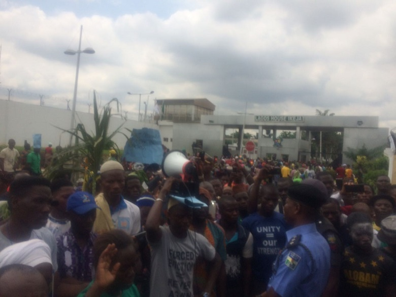 Protesters in Aluasa today