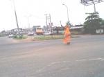 lady-controlling-traffic-in-ibadan