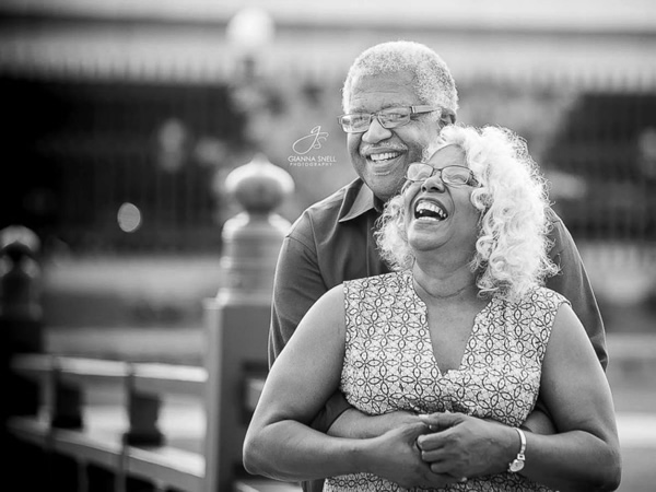 Senior citizens' engagement photos go viral