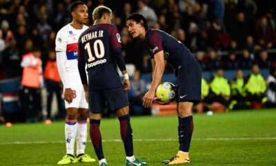 Neymar Unfollows cavani