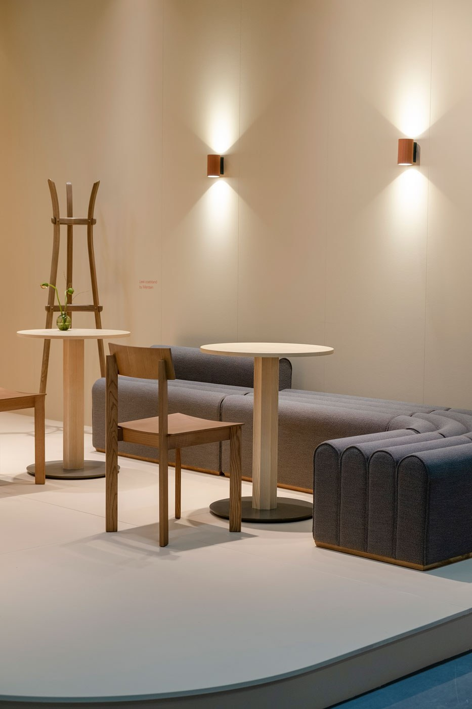 Arkad BL, Arkad L, Arkad Corner, Arkad S with OC tables, Candid chairs and Leek coat stand