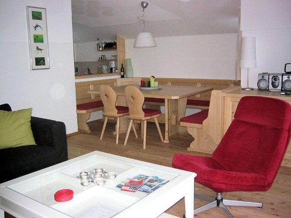 interieur-woonkamer-am-edelweisanger-konigsleiten-zillertal-arena-oostenrijk-wintersport-ski-snowboard-raquette-schneeschuhlaufen-langlaufen-wandelen-interlodge.jpg