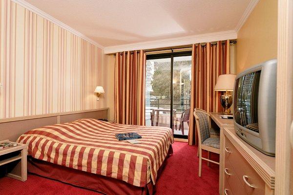 hotel-amelie-kamer-gestreept-brides-les-bains-les-trois-vallees-frankrijk-wintersport-ski-snowboard-raquettes-schneeschuhlaufen-langlaufen-wandelen-interlodge.jpg