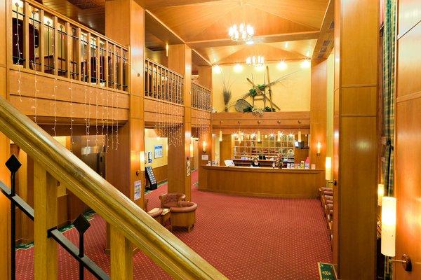 hotel-terra-nova-hal-receptie-plagne-centre-paradiski-interlodge.jpg