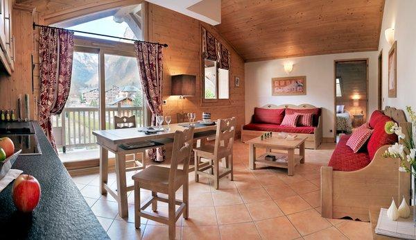 residence-la-reine-des-pres-interieur-woonkamer-samoens-le-grand-massif-wintersport-frankrijk-ski-snowboard-raquettes-schneeschuhlaufen-langlaufen-wandelen-interlodge.jpg