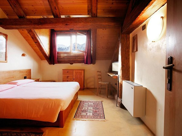 kamer-comfort-hotel-mirandola-passo-tonale-wintersport-italie-ski-snowboard-raquettes-schneeschuhlaufe-langlaufen-wandelen-interlodge.jpg