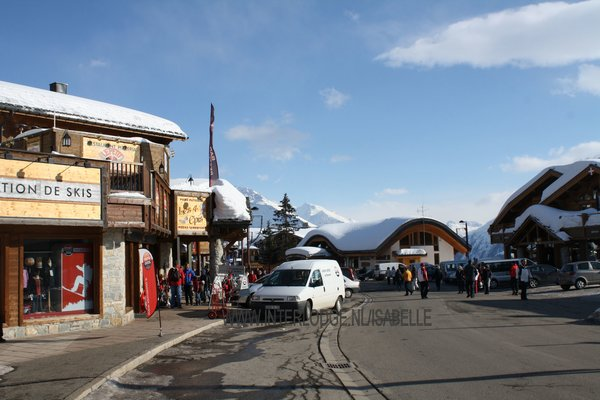 la-rosiere-straat-centrum-espace-san-bernardo-wintersport-frankrijk-ski-snowboard-raquettes-schneeschuhlaufen-langlaufen-wandelen-interlodge.jpg