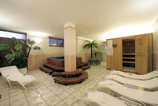hotel-savoia-wellness-passo-pordoi-canazei-dolomiti-wintersport-italie-ski-snowboard-raquettes-schneeschuhlaufen-langlaufen-wandelen-interlodge.jpg