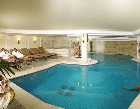 hotel-monte-giner-zwembad-mezzana-skirama-dolomiti-italie-wintersport-ski-snowboard-raquettes-schneeschuhlaufen-langlaufen-wandelen-interlodge.jpg