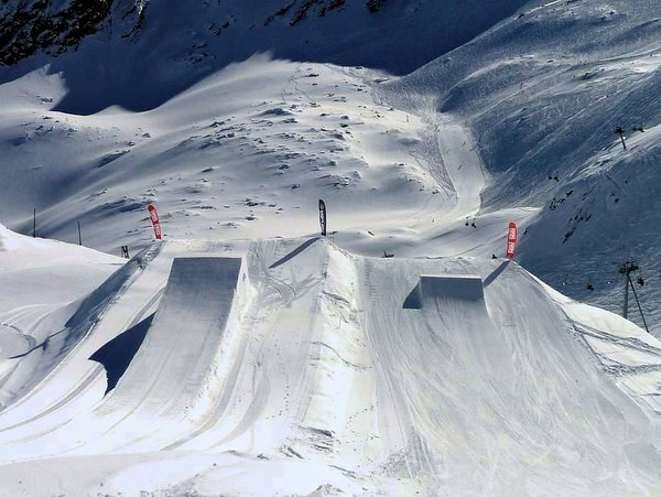 kaprun-snowpark-kitzsteinhorn-europa-sportregion-wintersport-oostenrijk-interlodge.jpg