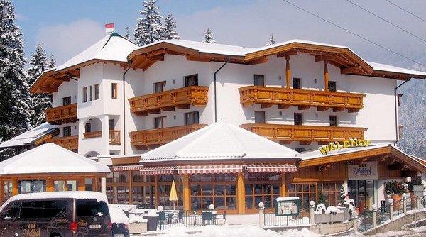 buitenkant-hotel-waldhof-oetz-wintersport-oostenrijk.jpg