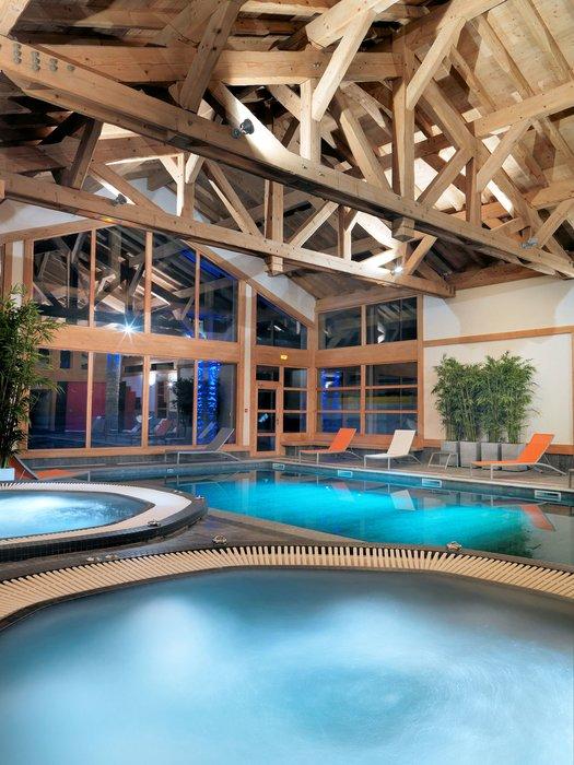 residence-la-reine-des-pres-zwembad-samoens-le-grand-massif-wintersport-frankrijk-ski-snowboard-raquettes-schneeschuhlaufen-langlaufen-wandelen-interlodge.jpg