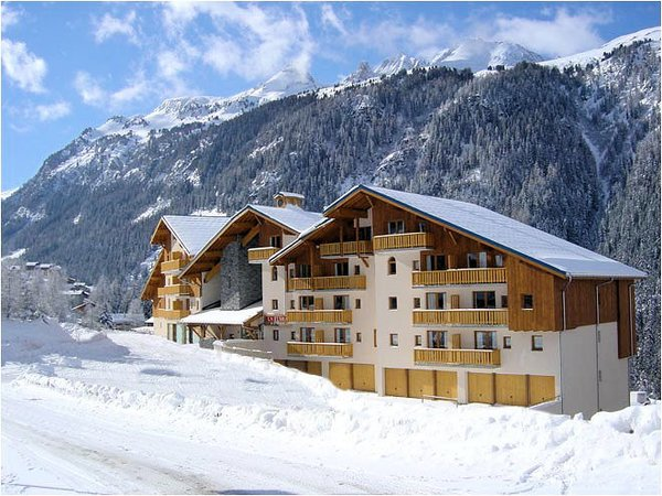 exterieur-residence-la-turra-valfrejus-frankrijk-wintersport-ski-snowboard-raquettes-schneeschuhlaufen-langlaufen-wandelen-interlodge.jpg