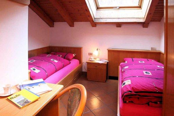 slaapkamer-onder-dak-residence-villa-artic-campitello-wintersport-italie-ski-snowboard-raquettes-scgneeschuhlaufen-langlaufen-wandelen-interlodge.jpg