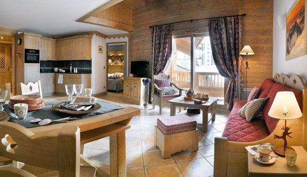 residence-les-clarines-interieur-woonkamer-les-menuires-les-trois-vallees-wintersport-frankrijk-ski-snowboard-raquettes-schneeschuhlaufen-langlaufen-wandelen-interlodge.jpg