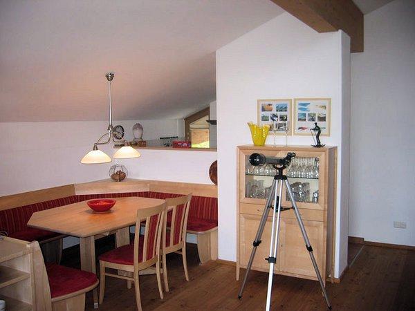 interieur-eettafel-am-edelweisanger-konigsleiten-zillertal-arena-oostenrijk-wintersport-ski-snowboard-raquette-schneeschuhlaufen-langlaufen-wandelen-interlodge.jpg