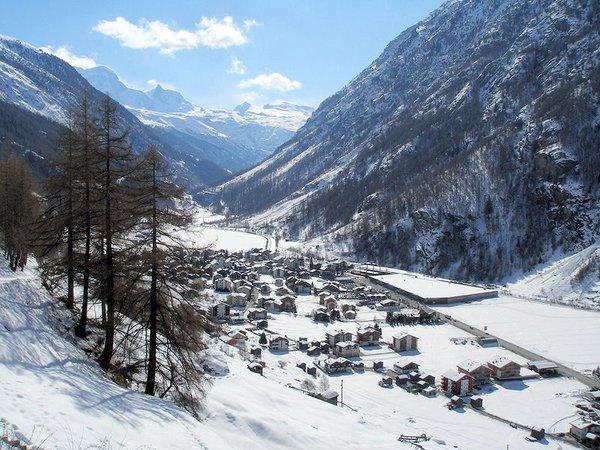 """uitzicht-ta""""sch-zwitserland-wintersport-ski-snowboard-raquette-schneeschuhlaufen-langlaufen-wandelen-interlodge.jpg"""