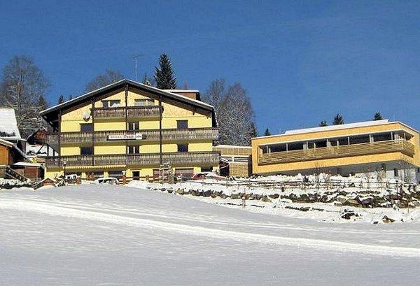 buitenkant-hotel-dunza-burserberg-brandnertal-wintersport-interlodgel.jpg