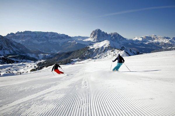 skiers-selva-wolkenstein-dolomiti-superski-wintersport-italie-interlodge